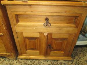 Petit meuble fait par un Artisan vrais bois solide