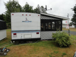1997 Fleetwood Mallard 28ft Travel Trailer - Very Good Shape