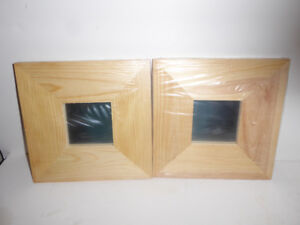 2 SMALL MIRRORS WITH WIDE BARE WOOD FRAMES TO DESIGN