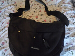 COLUMBIA DIAPER BAG WITH CHANGING PAD