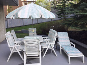 9 Piece patio set including umbrella and chaise lounge