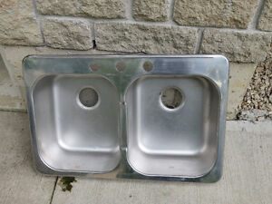 Double and single kitchen sinks