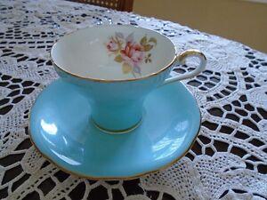 belle tasse et soucoupe de collection  en porcelaine Aynsley