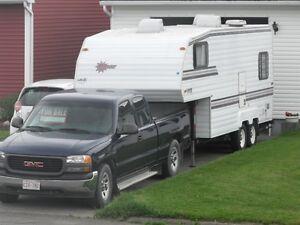Camion Chevrolet et Roulotte fifth wheel