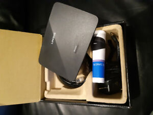 LINKSYS ac1200 wifi range extender. Almost new with box!