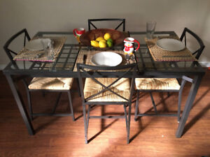 Excellent Condition Glass Tabletop Metal Table With 4 Chairs