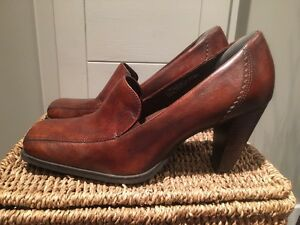 Super comfortable leather Hush Puppies size 9