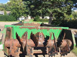 785 manure spreader used