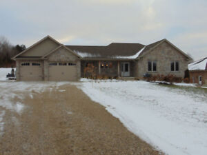 BEAUTIFUL BUNGALOW ON 1 ACRE PROPERTY