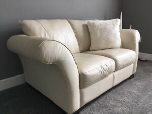 9.5/10 NEW ALL LEATHER COUCH AND LOVSEAT, CAN DELIVER