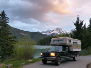 Ford F250 XLT Truck with camper - 70s Vanguard