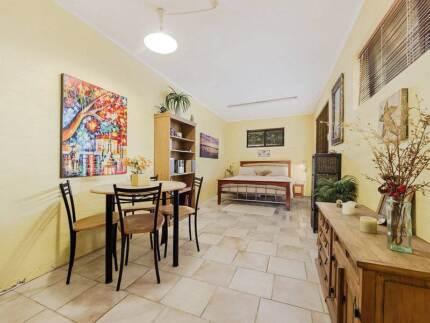 Huge Master Bedroom in Best Location in Jindalee