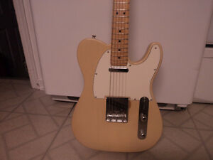 Wanted Fender USA Highway 1 or USA Standard blonde
