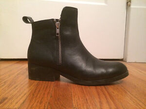 Black Ankle boots - Real Leather - Size 7