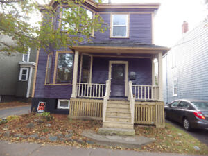 Victorian 4 bedroom Close to Dal / Hospital