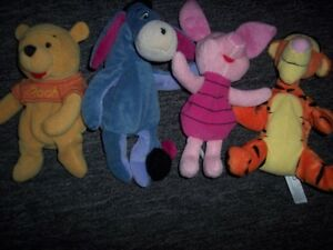 Toutous variés de la collection Winnie The Pooh
