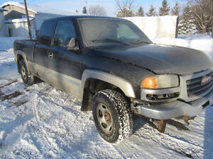 2004 GMC 4x4..... ACCIDENTED...