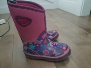 Girls Storm winter boots by Cougar. Size 11