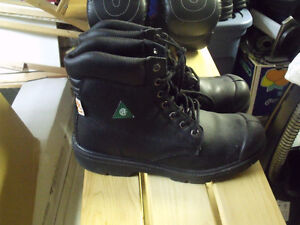 Tuff-Dawg work boots size 10M. Located in Peace River