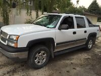 2003 Chevrolet Avalanche fully loaded