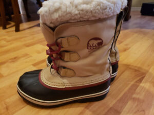 Boys Sorel size 4 winter boots