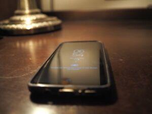 Samsung Galaxy S8 64GO with phone case