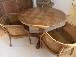 Vintage - round table and 4 chairs