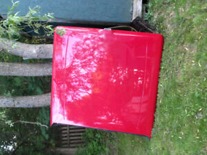 Red tonneau cover Ford F-150 5'5 box