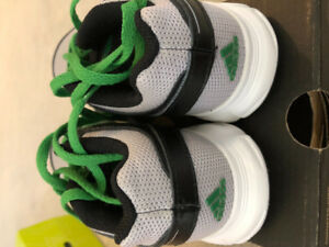 ADAIDAS SHOES KIDS SIZE 10.5. FITS SIZE 4 to 6 AGE. BRAND NEW