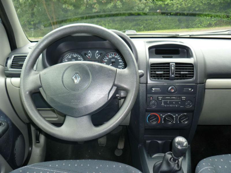 Renault Clio 2003 Interior 2003 Renault Clio 1 5dci Left