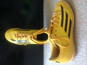 Adidas soccer cleats size 4 girls