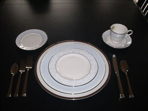 Brand New Lenox Hope placeware with Kirk  Stieff silverware West Island Greater Montréal image 2