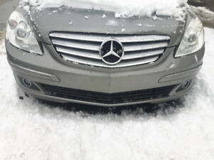 Bumper Mercedes B200 in perfect conditions. Couleur