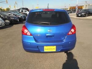 2009 Nissan Versa 1.8 S Hatchback Peterborough Peterborough Area image 5