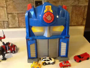TRANSFORMERS ELECTRONIC FIRE STATION WITH EXTRAS London Ontario image 5