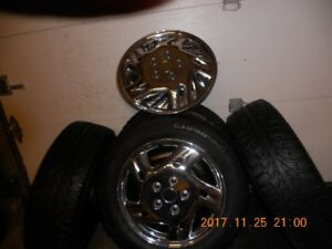4-Winter Tires with rims and hubcaps 205-55r-16-like new---