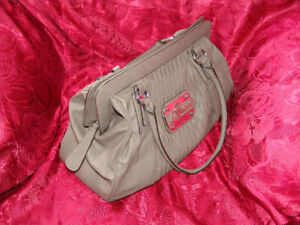 Guess Purse NEW never used.