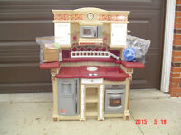"""""""STEP 2"""" LIFESTYLE DELUXE KITCHEN PLAYSET CENTER - ASSEMBLED"""