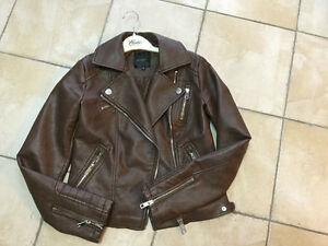 Leather jacket for young girls, fashionable, almost new