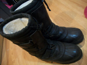 snow boots size 7, like new condition