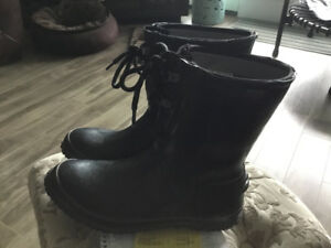 BOGS LADIES RAIN BOOTS IN GREAT SHAPE