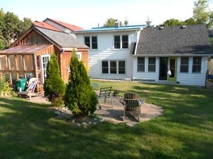 Nicest 4 br House Kingston-portsmouth,Near HOSPITAL/Lake