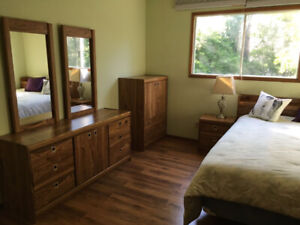 Big, clean and fully furnished master bedroom for female student