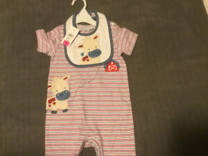 Great Little Country Onsie with Cow Bib. BRAND NEW