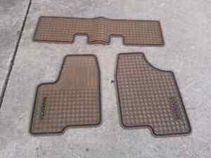 2004 GMC Buick rendezvous front and rear floor mats rubber tan