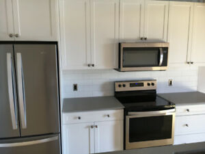 Newly renovated 2 bedroom downtown apt available October 1
