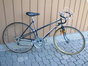"Vintage ""FREE SPIRIT"" Ladies Bike - 27 Inch wheels"