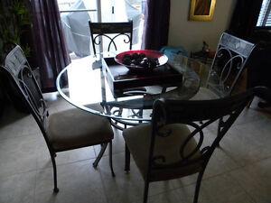 Table ronde rare avec 6 chaises de Meuble Ashley en fer forgé
