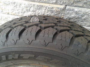 Selling one winter tire almost brand new at Deux-Montagnes
