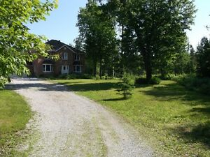 EXCLUSIVE- GORGEOUS COUNTRY ESTATE PROPERTY